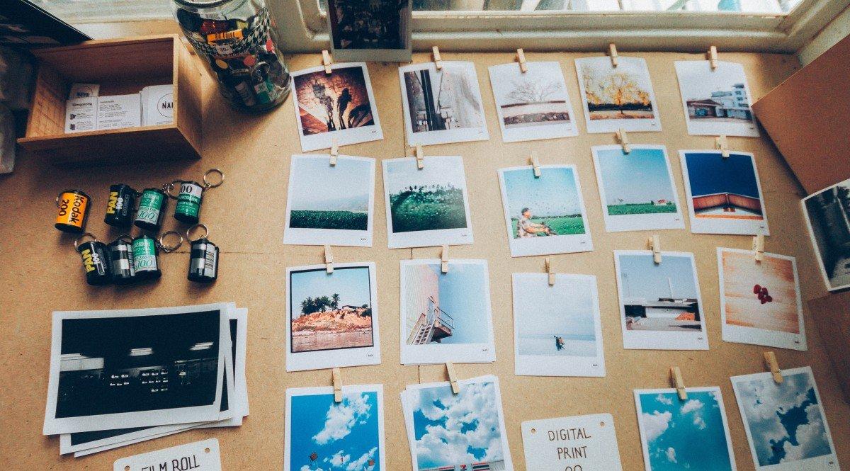 Aufgehängte Polaroid-Bilder